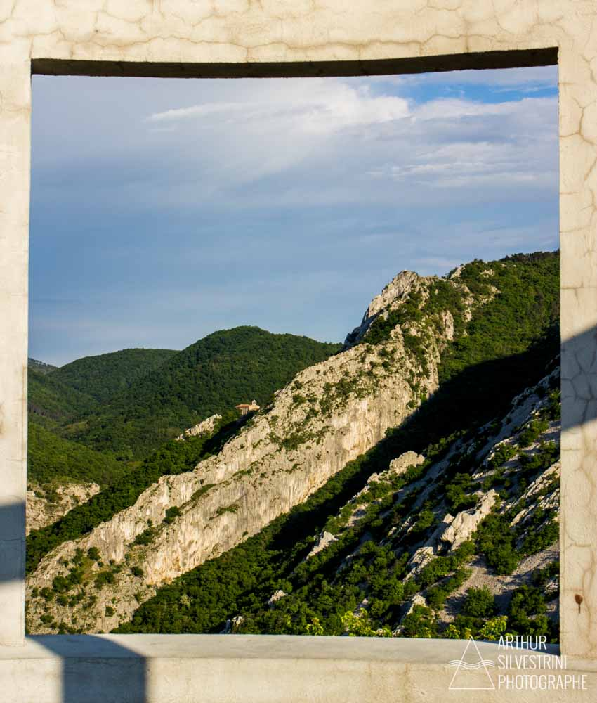 montagne foret fenetre italie