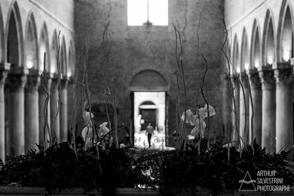 italie aquileia basilique homme colonnes